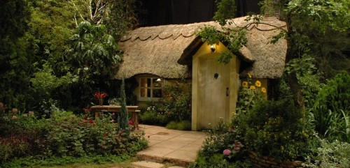 fairy-tale-cottage-home-in-the-forrest